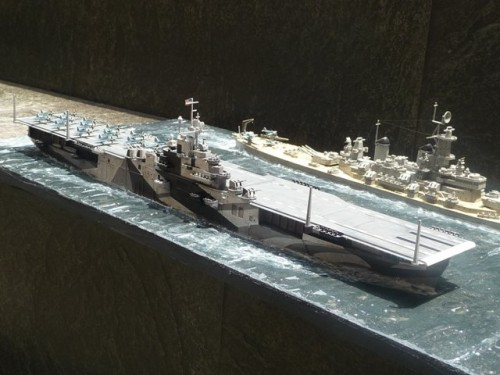 KG_EN_USS-INTREPID_CV-11_001
