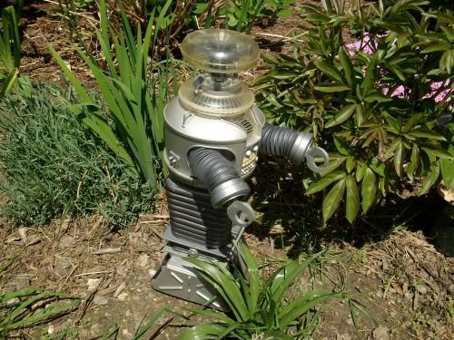 B9 robot 005