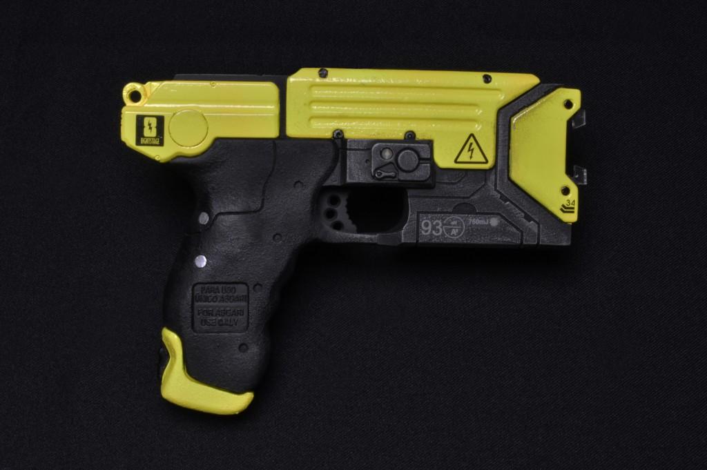 Helios_Models_Lighting_Taser_Gun_2