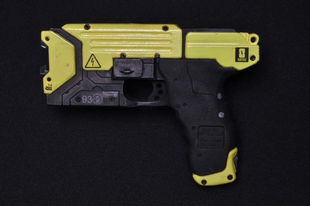 Helios_Models_Lighting_Taser_Gun_3